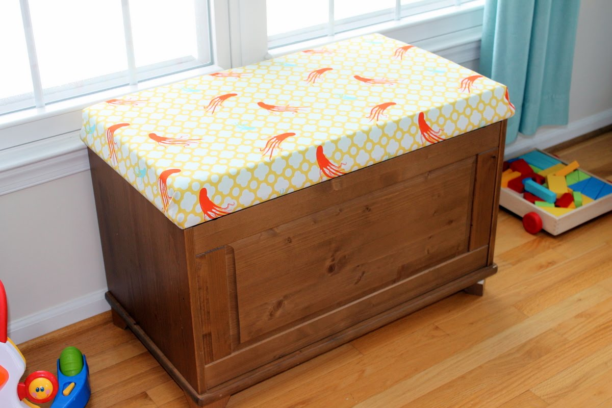10 Minute Pillows & Fabric Covered Toy Chest