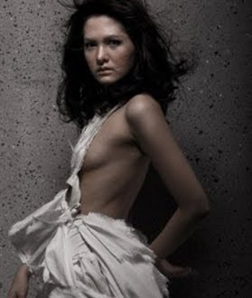 Kumpulan Foto Model Panas Chrysansia Chitra
