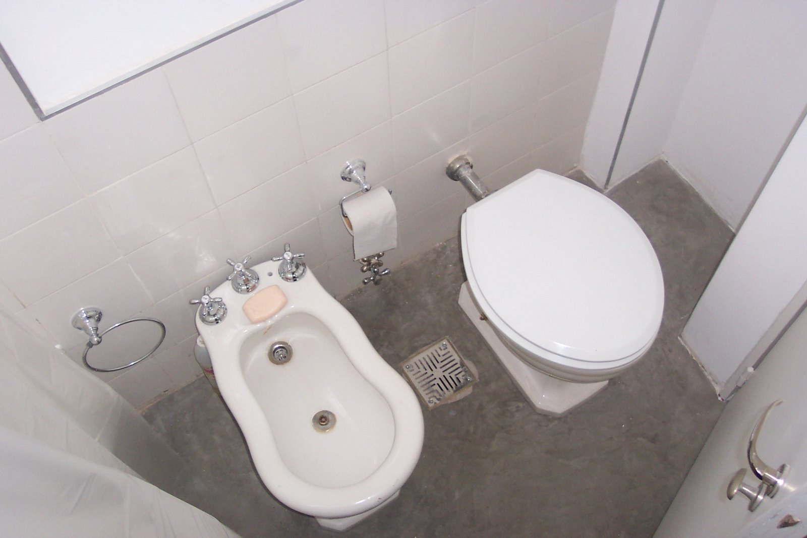 Porteno toilet