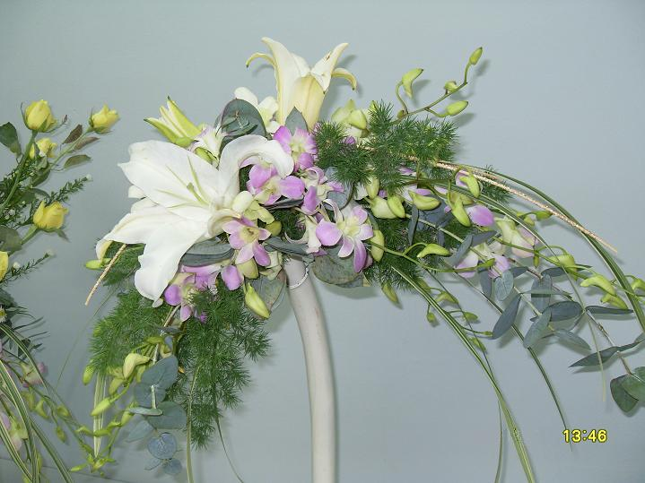 Cikjahonlineflowers still on bridal bouquets for Crescent bouquet