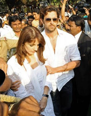 Hrithik Roshan (R) and his wife Susan Roshan