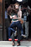 Robert Pattinson & Kristen Stewart Kiss!