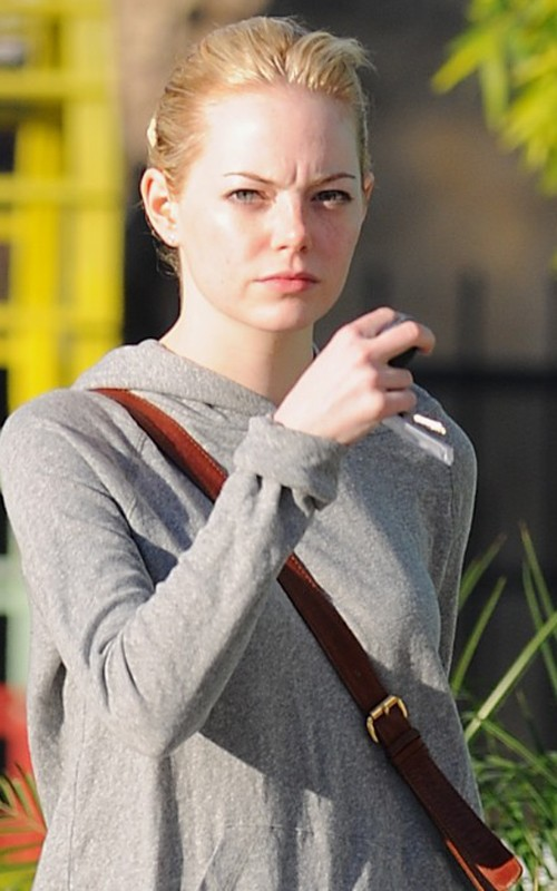 Emma Stone out getting prettied up at the salon