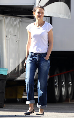 pictures of Katie Holmes on the set of