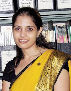 Indian Desi Girl Shuruti Sharma Picture In College