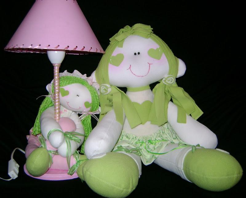 Muñeca y velador