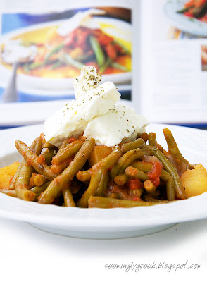 Fasolakia color Green Beans in Tomato Sauce
