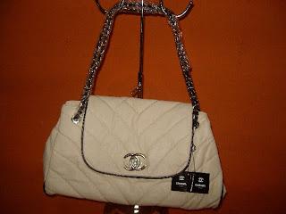 Tas Wanita Branded : Prada Milano, Jimmy Choo, Chanel, Gucci, Guess