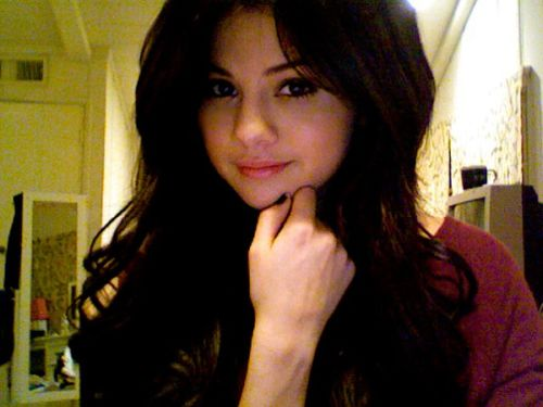 selena gomez new pictures 2010. selena gomez new haircut 2010.