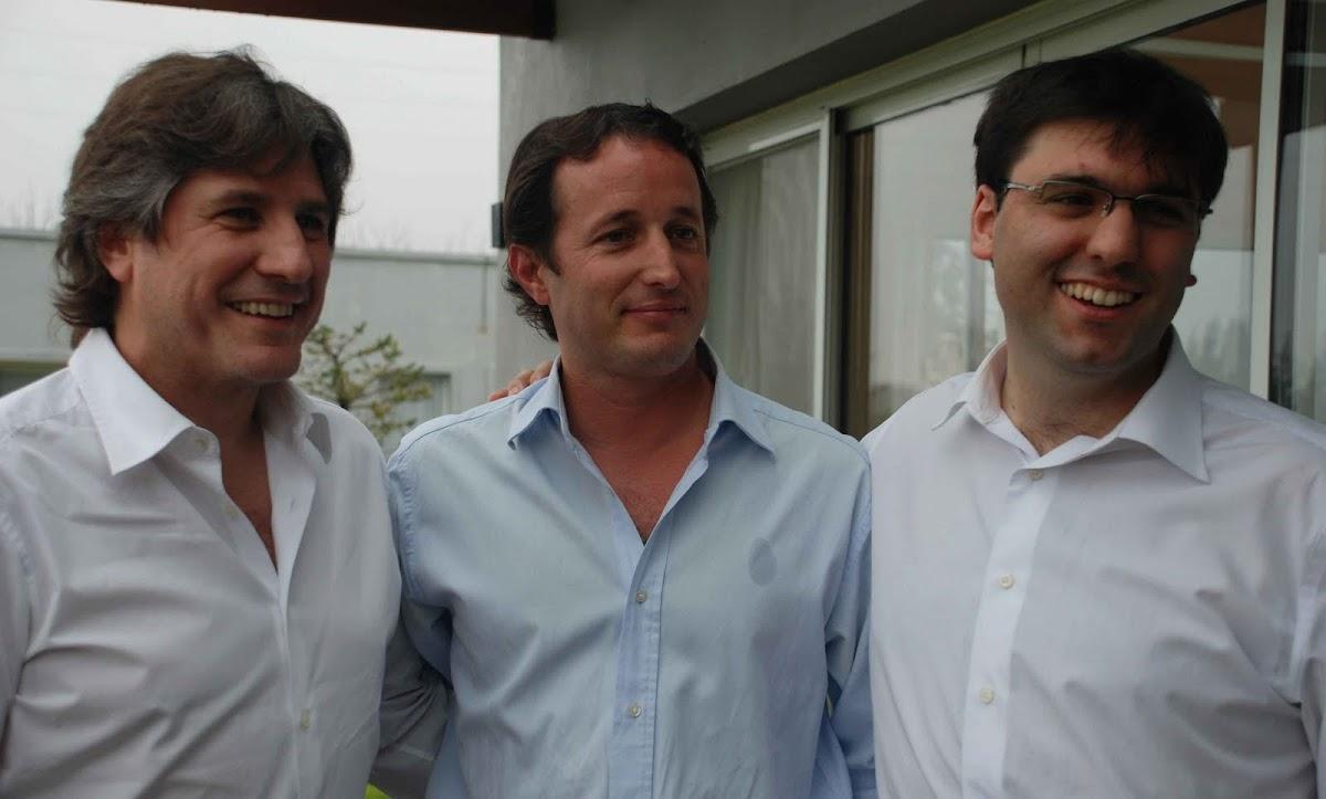 http://1.bp.blogspot.com/_bMDn68b9gzE/TFQhK7xTQRI/AAAAAAAAABw/RvAX_7gXmfc/s0/Insaurralde,+Boudou+y+Bossio.JPG