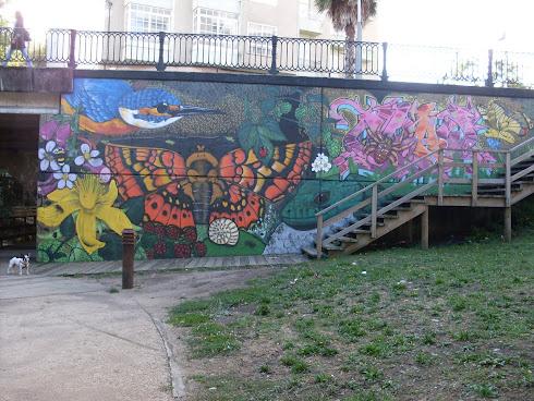 Grafiti en el río pero del bueno.