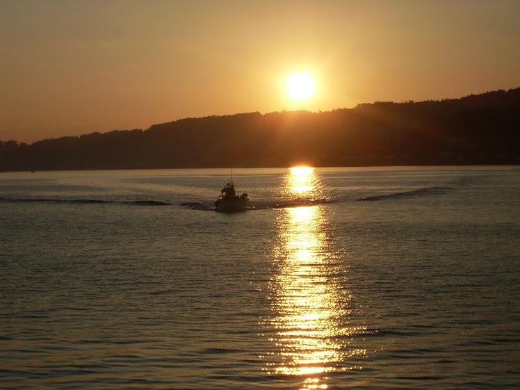 Puesta de sol en la ría de Pontevedra.
