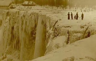 Niagara Falls frozen over in 1911