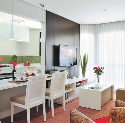 americana integra sala e cozinha e faz a vez de mesa de jantar Tudo