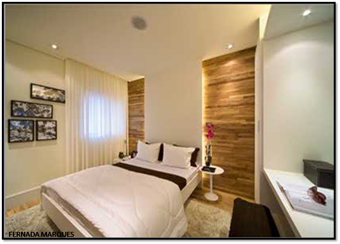 painel de madeira (perece ser painel teca!!!) forra toda parede e na  #6C461D 1090x782