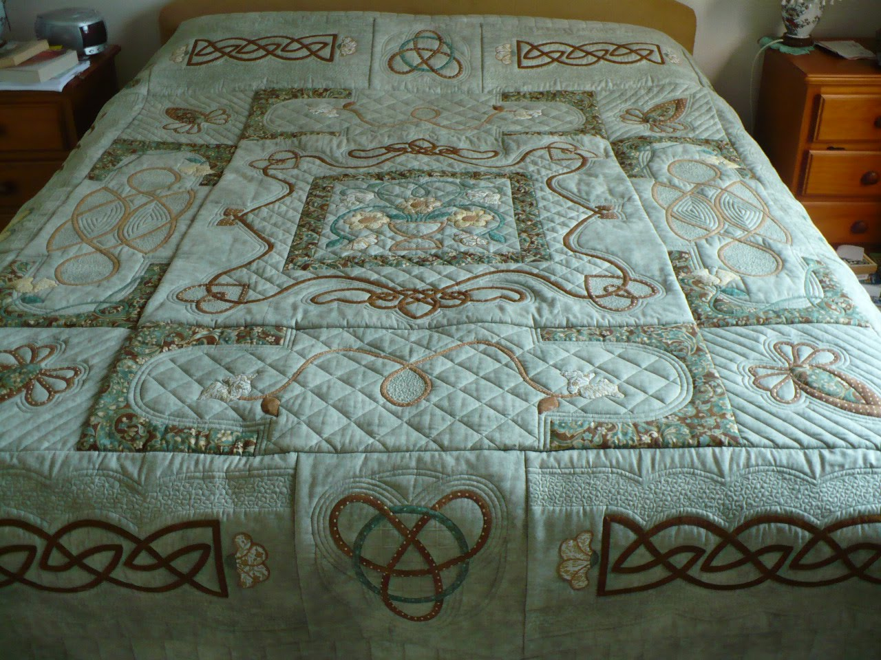 Irish Quilting Designs : CAS BEARS AND QUILTS: Celtic quilt made at a class at The Apple Basket