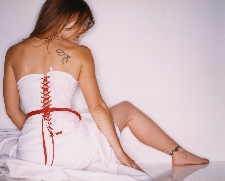 http://1.bp.blogspot.com/_bQ0SqifjNcg/S-jcuGceE3I/AAAAAAAAUTE/RR8u49P5ej0/s1600/alyssa-milano-feet.jpg