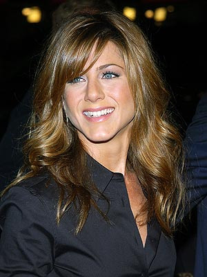 Jennifer Aniston short blonde bob haircut. Jennifer