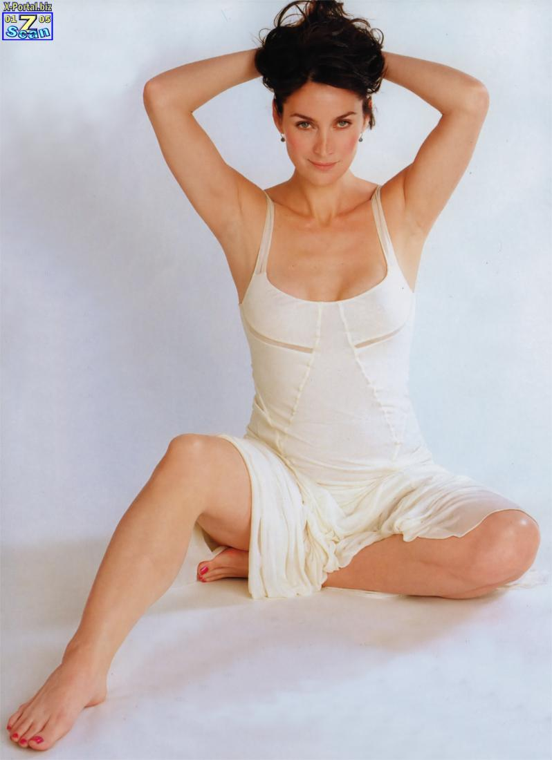 All About Celebrity: Carrie-Anne Moss