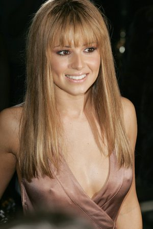 Cheryl Cole Wedding Hairstyle on Stephen Moyer Bill Woman Cheryl Cole Straight Hairstyle With Fringe