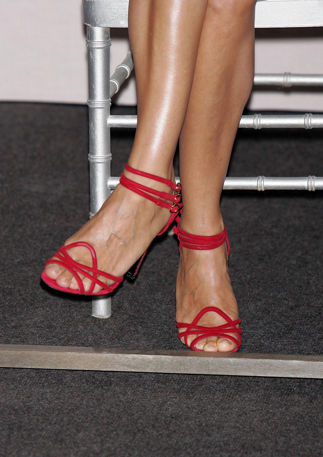 http://1.bp.blogspot.com/_bQ0SqifjNcg/TCWS2o7LRrI/AAAAAAAAWzU/UqwBjt6CQjA/s1600/sarah-jessica-parker-feet.jpg