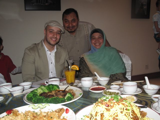 Maher Zain With His Wife And Daughter http://drhar.blogspot.com/2010/10/alhamdulillah-maher-zain-is-here-in.html