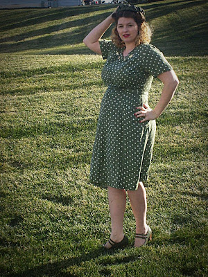 1940s plus size polka dot vintage dress