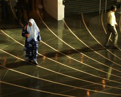 A Women in Muslim Dress | Modern Moslem Fashion