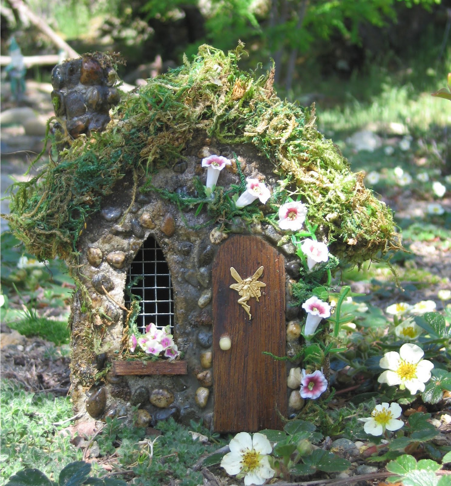 Fairy garden on pinterest fairy houses fairies for Outdoor fairy door