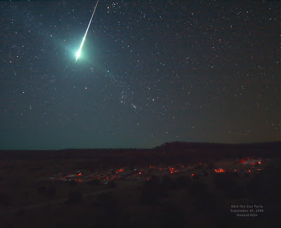 Reports say that Wednesday nights bright shooting star looked a lot like this image of a bright meteor seen streaking across Texas skies earlier this year