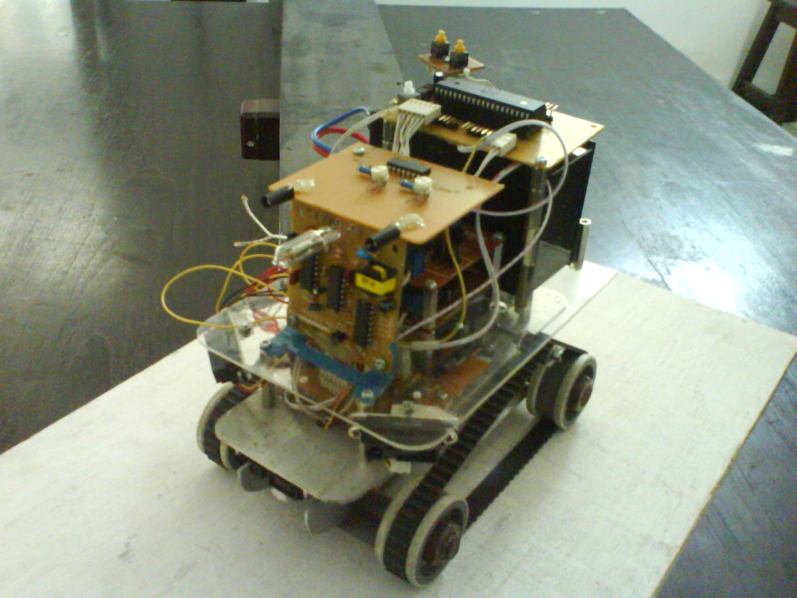 Autonomous robot mobil pemadam api menggunakan sensor