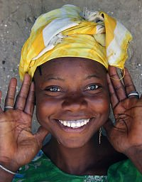Modelo negra sorrindo