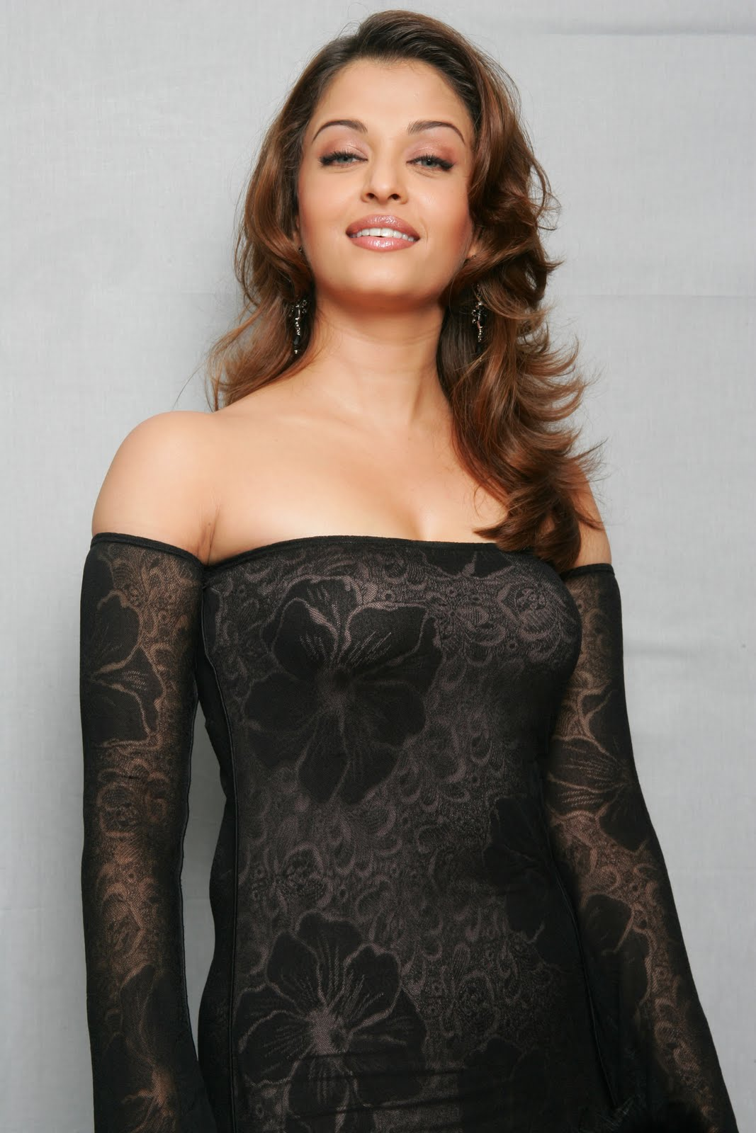 Deepika Padukone: Horrified Ashwarya Rai and Deepika Padukone in ...