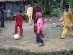 ..MY YOUNGER BROTHER DANIAL PLAY FOOTBALL IN MAHANG RAYA 2007.