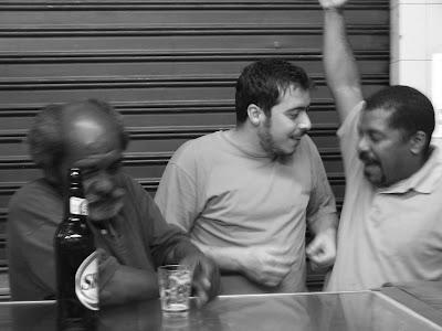 Arthur Tirone (o Favela), no COLUMBINHA, na rua Haddock Lobo, na Tijuca, madrugada de 11 de setembro de 2008