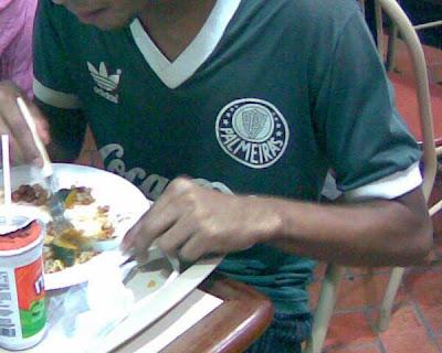 camisa do Palmeiras no Rio de Janeiro, fotografia de Eduardo Goldenberg, pelo celular