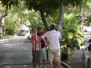Luiz Antonio Simas entre amigos, 26 de abril de 2009, foto de paparazzo contratado