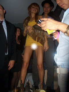 Nicole Richie upskirt with yellow panties