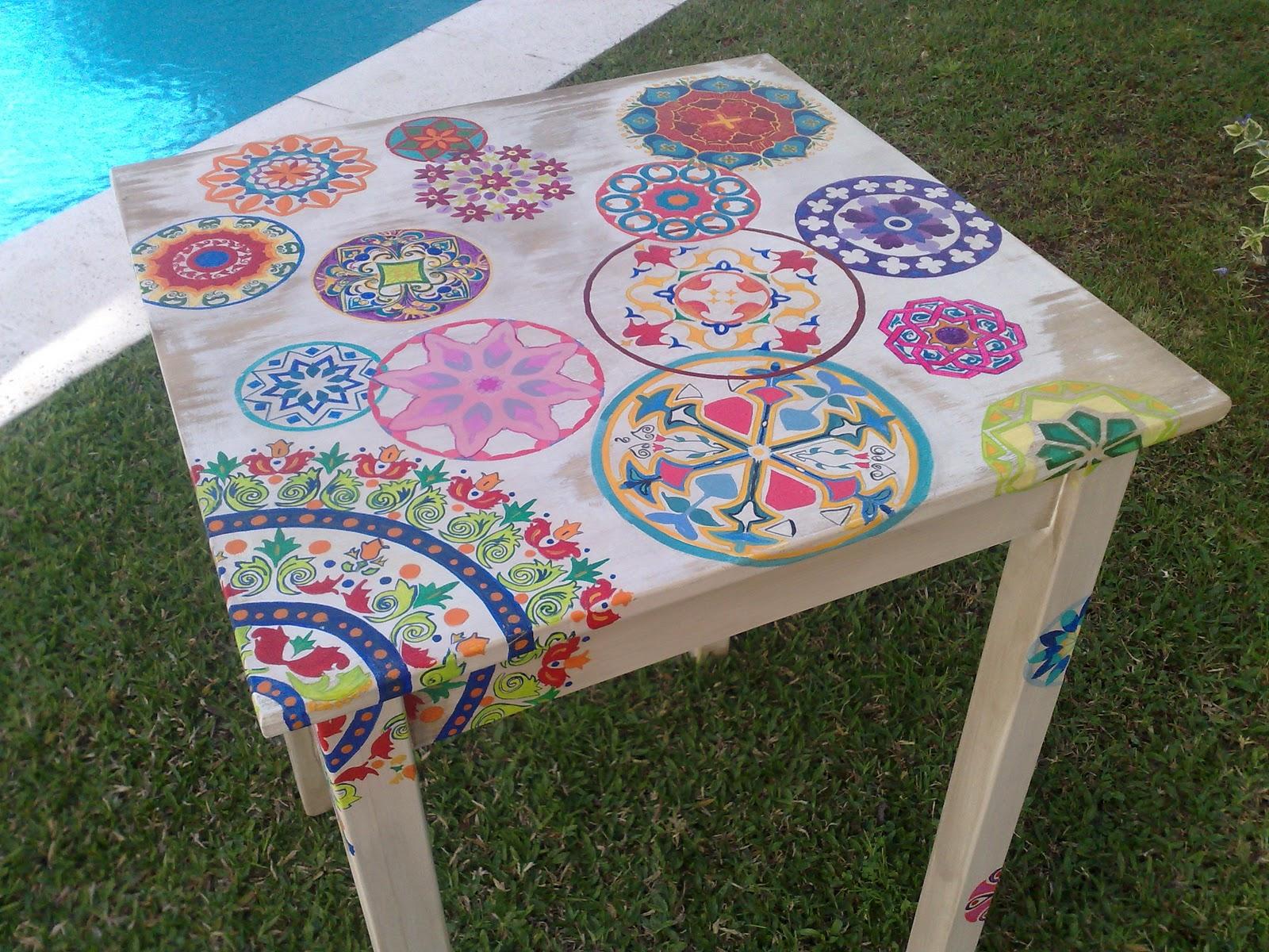 Vintouch muebles reciclados pintados a mano mesa de for Mandalas de decoracion para pared