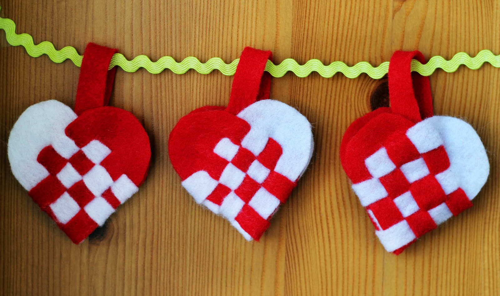 How To Make A Woven Heart Basket : Weaving danish heart baskets for jul radmegan