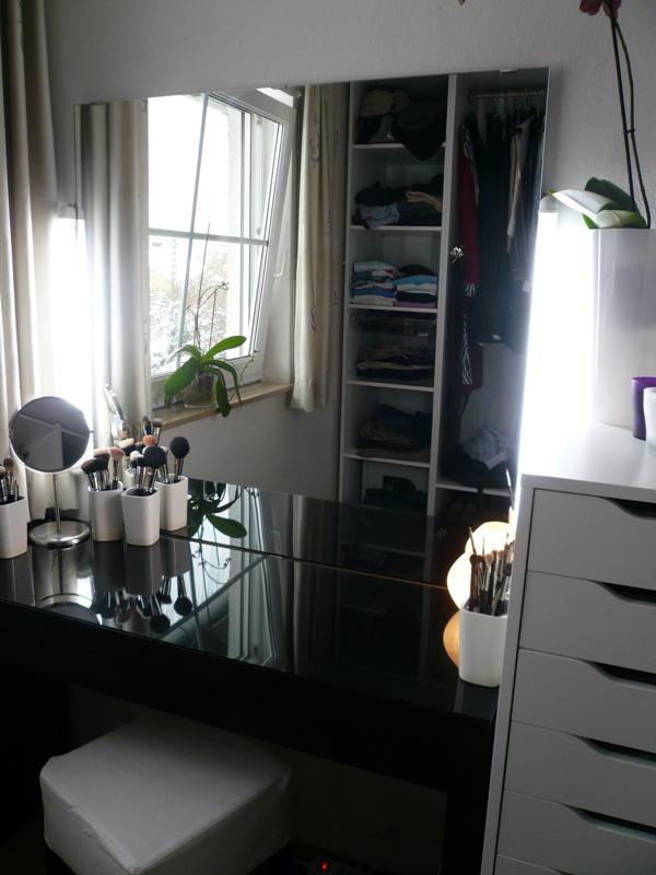 mein tollstes weihnachtsgeschenk mein schminktisch innenaussen. Black Bedroom Furniture Sets. Home Design Ideas