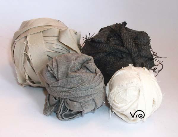 Tappeti In Tessuto Riciclato : Fettucce di stoffa da lavorare con i ferri o all uncinetto violetab