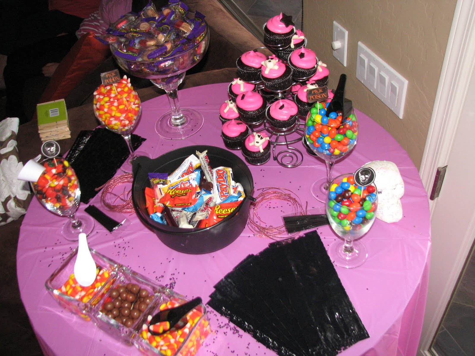 gotta love the cupcakes halloween baby shower