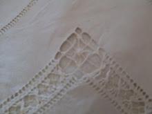 lenzuolo ricamato a mano da mia nonna di un tempo che fu......