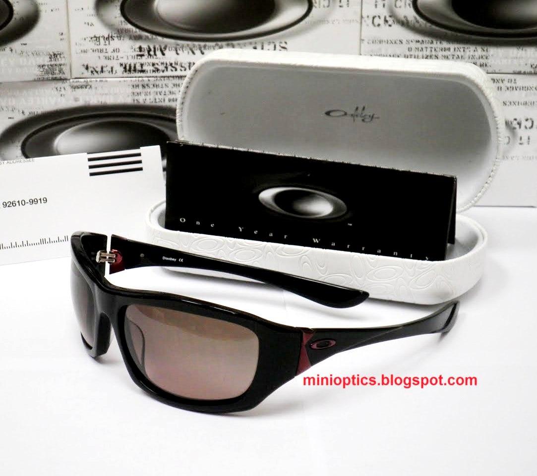 Oakley Disobey Sunglasses