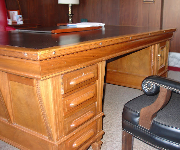 Governor&#39;s Desk #1