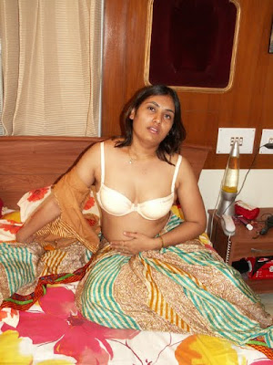 Aunty half saree removed