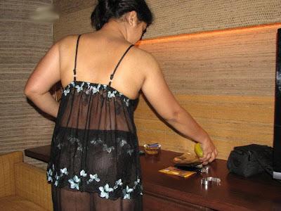 aunty in short petticoat