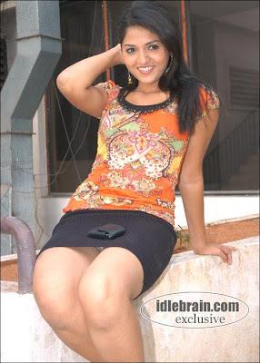 Tollywood heroin panty in skirt
