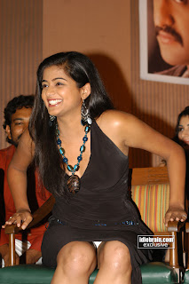 Priyamani panty under skirt